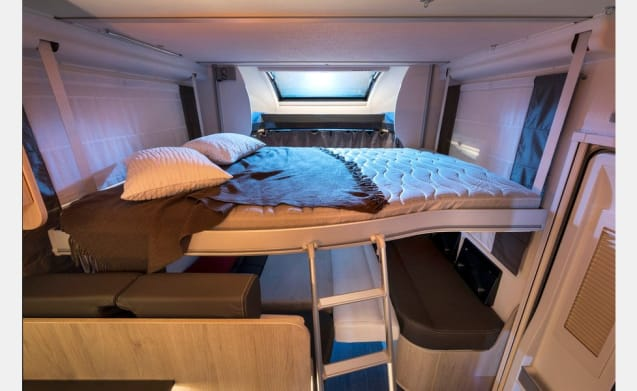 New (2019) mobile home, spacious sitting area and shower, separate toilet