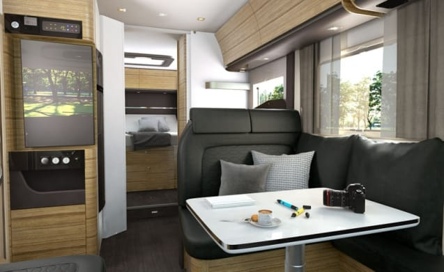 Adria Sonic Plus I 700 met Queensbed en hefbed – New very luxury integral camper, Adria Sonic