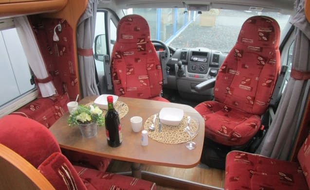 Spacious camper with single beds / BC3
