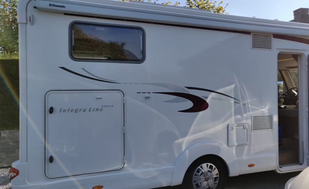 Beautiful integral with all options including TV Flanders + dakairco + automatic