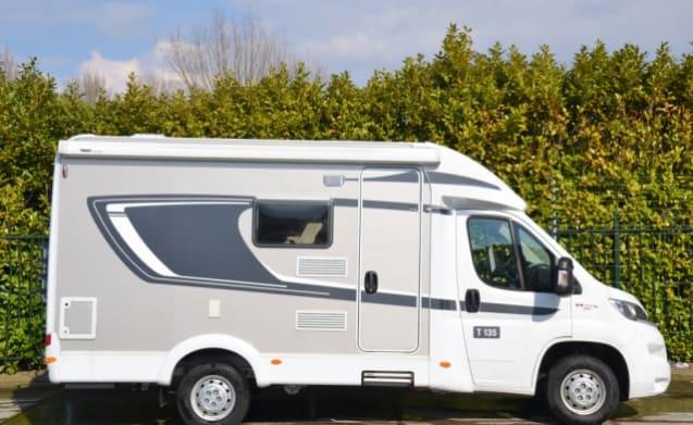 Mooie nieuwe camper voor 3 personen met fransbed / CC3