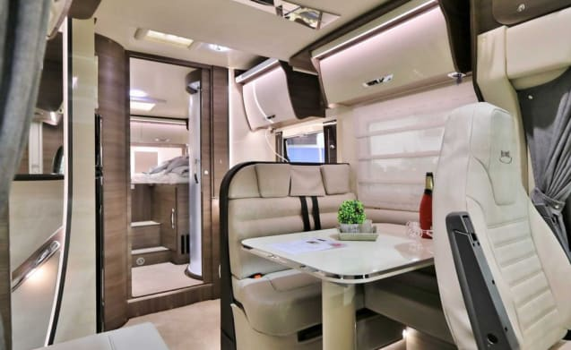 the secret to freedom – Brand new Fiat Mc Louis Carat 473 with spacious twin beds for 4 people.