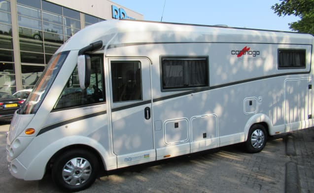 Carthago Compactline I 143 Intergraal camper from 2018! Vending machine.