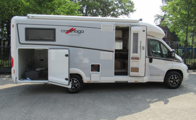 Tourer T144 LE LIGHT Huur 3 – Looking for a half-integral camper from Carthago? Then look no further!
