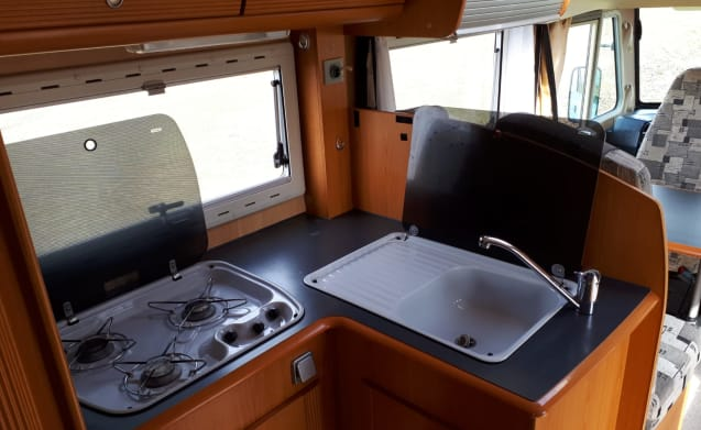 Spacious Pilote integral camper completely furnished, with air conditioning