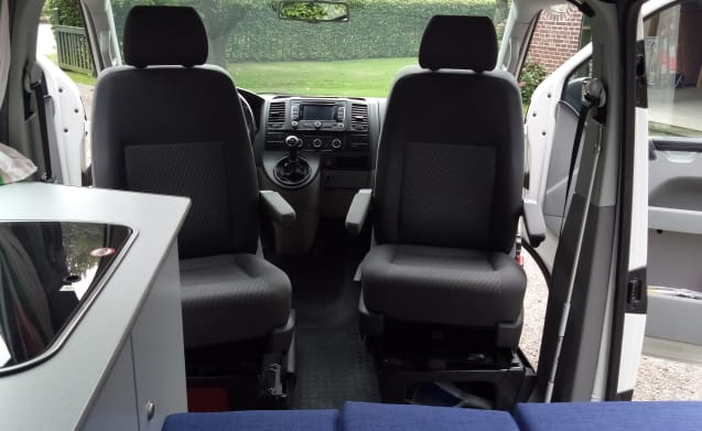Compact bus camper with round seat Volkswagen VW T5 TDI