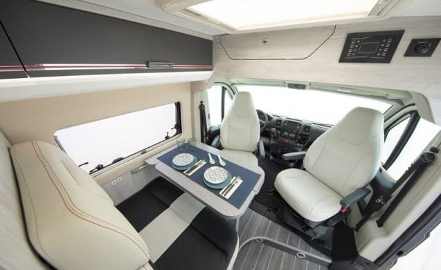 Camperbus Roller Team 4P, nice and compact yet luxurious, shower and toilet