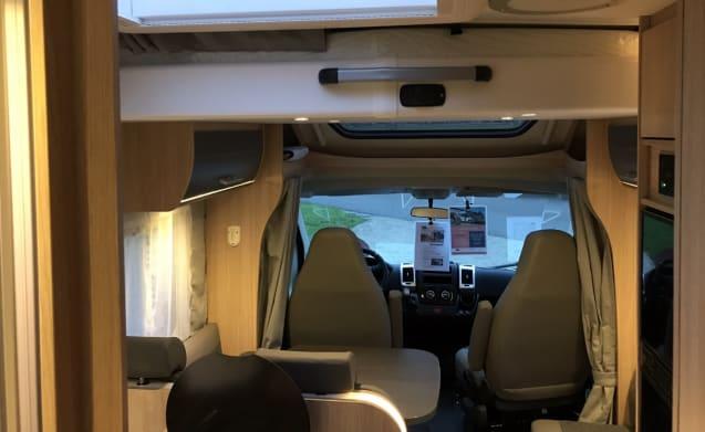 Sunlight T68, 2019. Single beds, lift bed, large garage, TV, Navigation