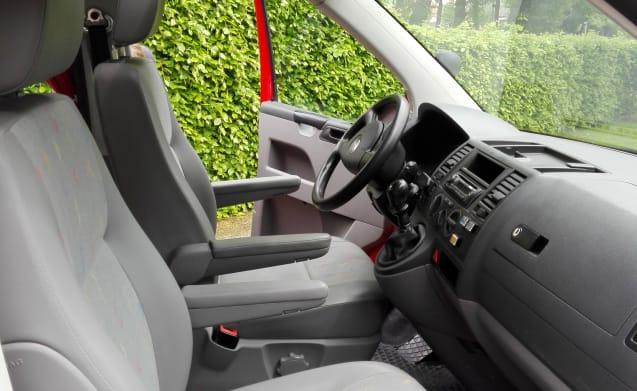 Compacte buscamper met rondzit Volkswagen VW T5 TDI