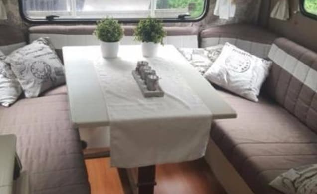 BAROD – Nice alcove camper from 1985 for 5 people
