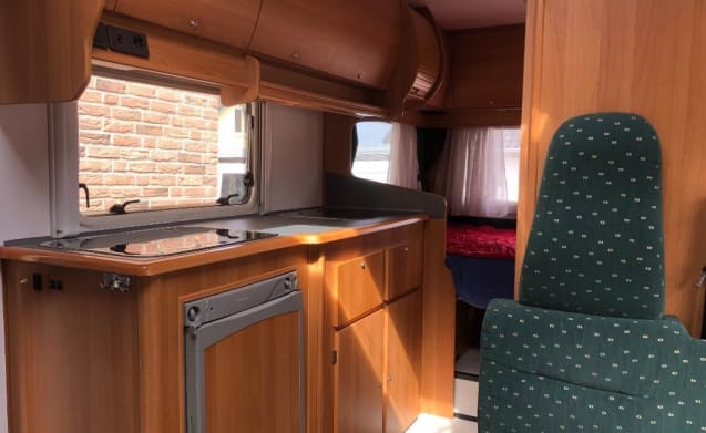 Benimar – Complete, beautiful and spacious 6 person camper with double air conditioning