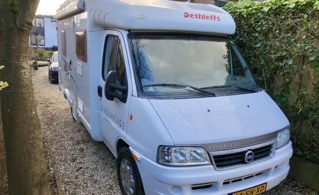 Luxury & Complete Dethleffs Camper with awning