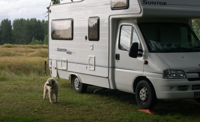 Comfortable Highland motorhome, seats 2, sleeps 4