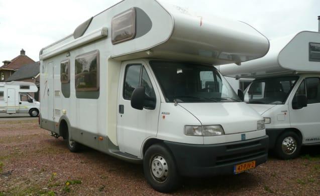 703 – Knaus 708 K - spazioso camper per famiglie con letti a castello per 7 persone!