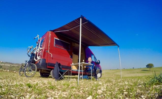 Happy camper van adria win camper supercompatto per for Mobili westfalia
