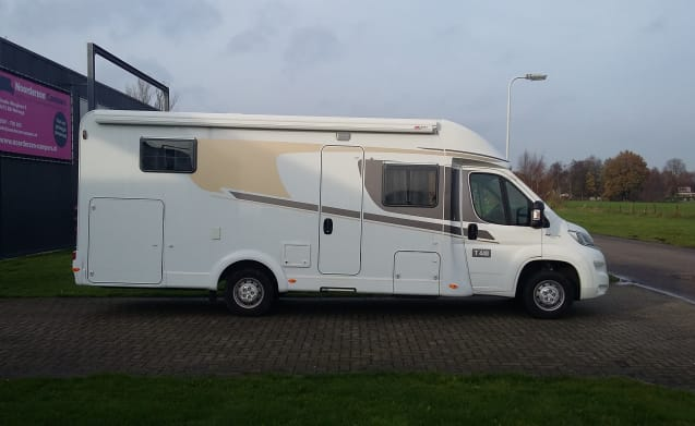 Carado - T448 - Luxury 4 person camper from 2017 with automatic transmission