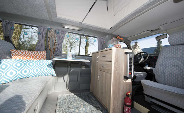 Desert - Cozy and robust VW T4 multivan with lifting roof