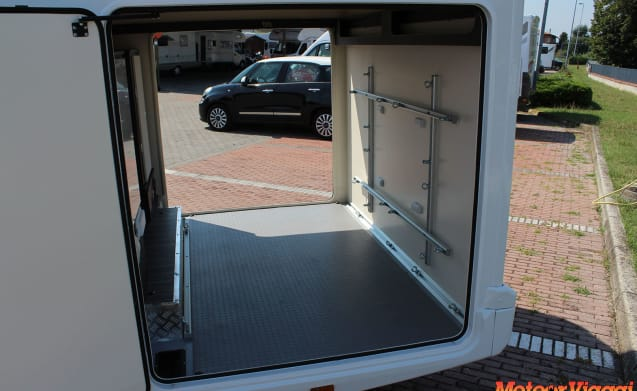 Attic 5 seats Maxi Garage (300 Kg.) Kronos 290