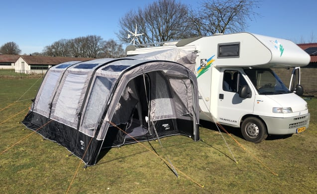 Complete family camper + detached bus tent for 5 to 6 people