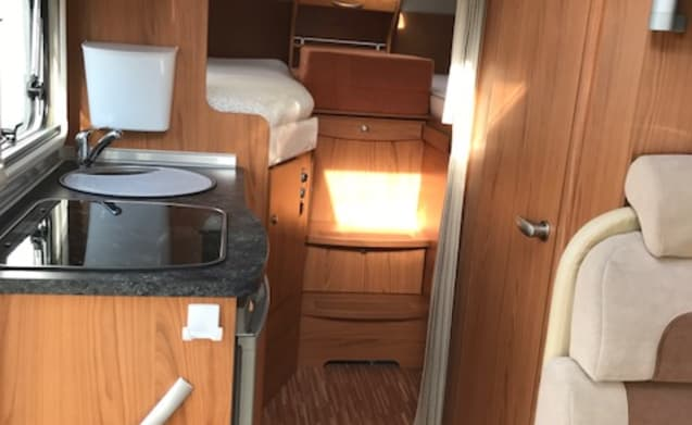 Reuze Camper – Beautiful complete Burstner Aviano