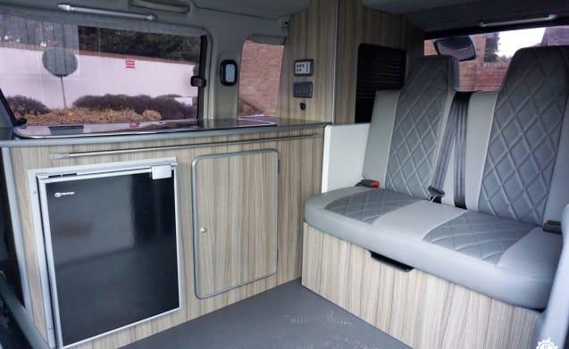 Bonnie – Mazda Bongo / Ford Freda 4 Berth Campervan