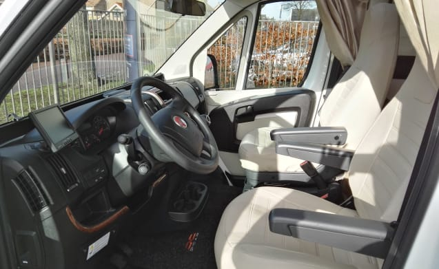 Fully equipped Fiat McLouis - 5 person