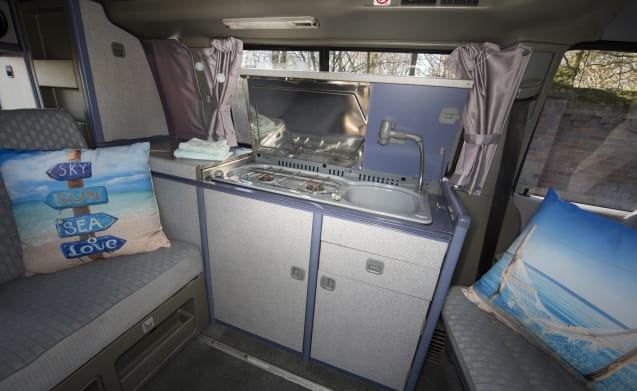 Sea - Cozy and robust VW T4 California with sleeping roof