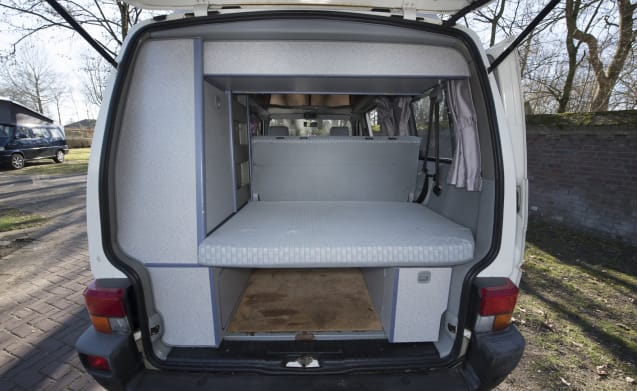 California Dreamin '- Cozy and robust VW T4 California with sleeping roof