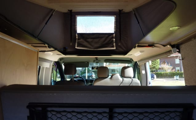 KIWI 4 – Fully equipped bus camper with awning and solar panel KIWI 4