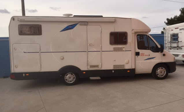 S&V – family camper with garage
