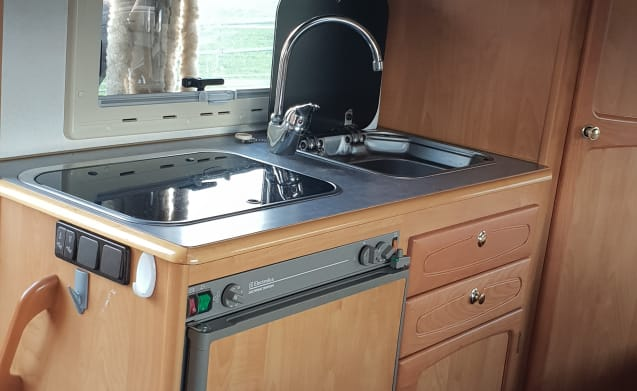 neat reliable 4 person camper with luxury fixed bed.
