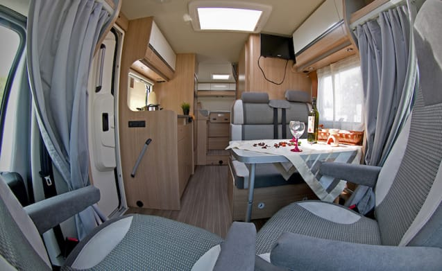 2-person camper with single beds or king-size bed