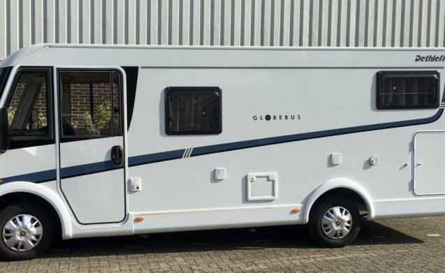 Luxe, complete camper met lengte bedden en een hefbed!
