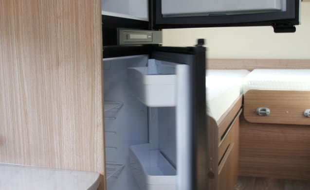 Spacious 2-person camper with single beds or king-size bed!