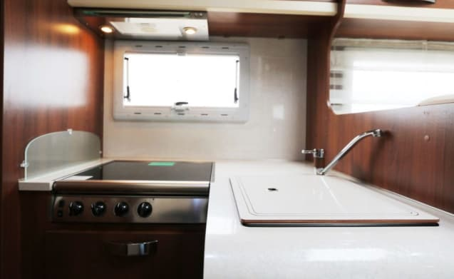 Queen Camper – Spacious Luxury Alcove Motorhome for an unforgettable holiday