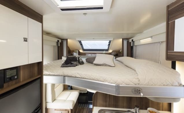 Brand New Luxurious 4 Berth Rollerteam T-Line 740