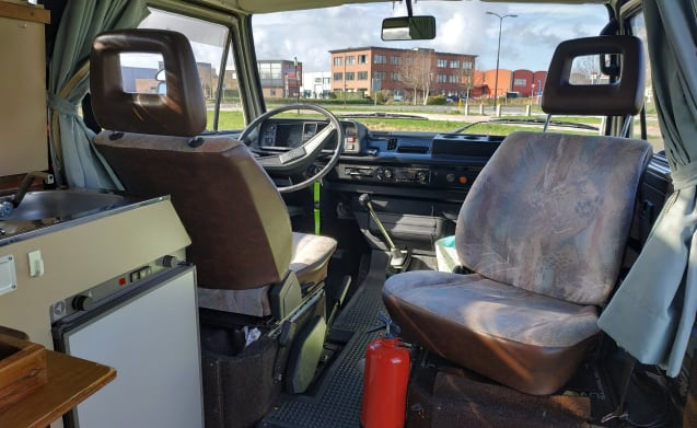 Cassie – 40% discount in October Volkswagen T3 camper