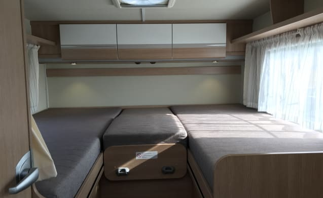 Beautiful Sunlight Semi-integrated motorhome with single beds!