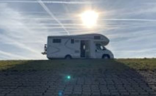 King Camper – Fine, very complete MClouis Twid 6-person family camper.