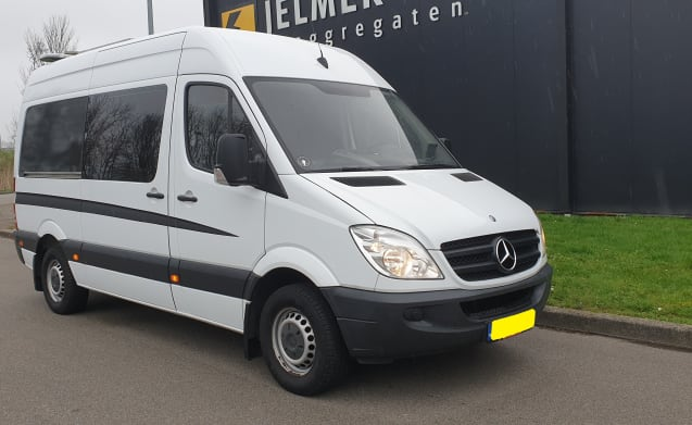 Luxurious and cozy Mercedes motorhome, STAND STOVE, solar panels,