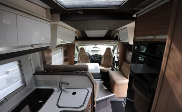 Luxury spacious camper for 4 people