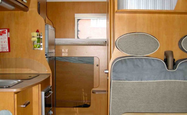 Bessy – Six Berth Motorhome in Surrey - ideale per le famiglie