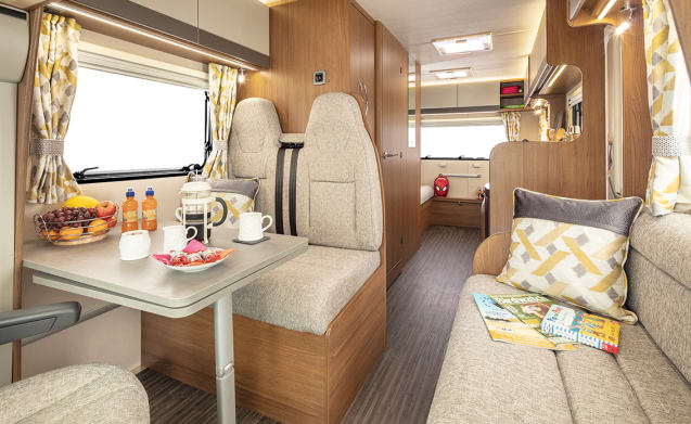 Fully Insured 2019 Luxury Family Motorhome - Ideal For Families - 6 Birth