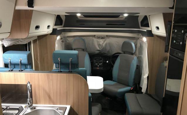Luxury 5 Berth Motorhome (Edinburgh)