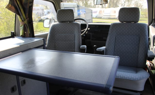 Lisanne – Compatto e affidabile Volkswagen Bus T4 da 2/4 persone