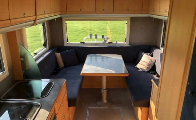 Karmann Missouri – Neat comfortable family camper with round seat