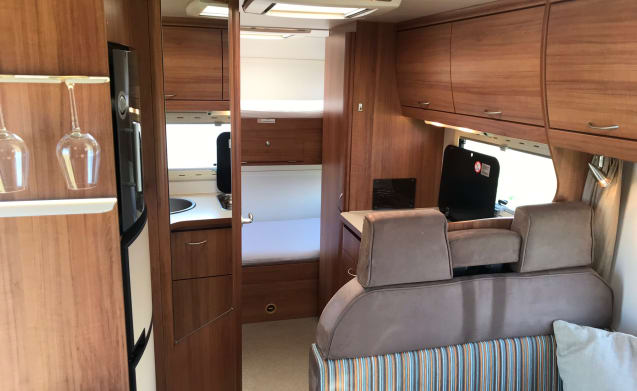 Modern 6 Person Family Camper