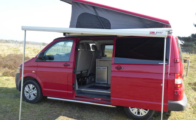 Ruby – Luxury Volkswagen T5 Automatic 4 Berth Campervan fully equipped