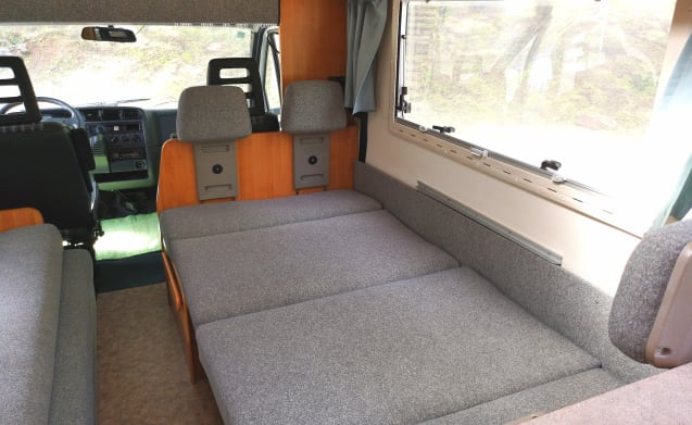 Arrifana – Colourfull motorhome located in sunny Portugal! (Located in Portugal)