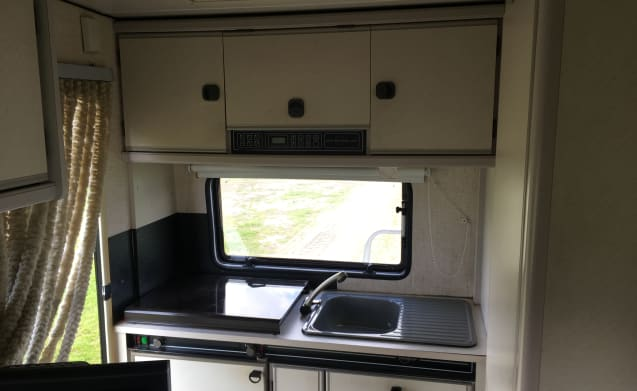 Theo – Beautiful 5-person camper with all mod cons